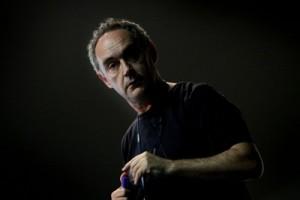 El cocinero Ferran Adrià durante su conferencia en la Campus Party de Valencia. / TANIA CASTRO FOTO.TANIA CASTRO