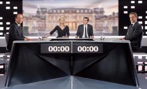Francois Hollande y Nicolas Sarkozy antes del inicio del debate presidencial. / PATRICK KOVARIK/POOL (EFE)